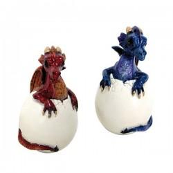 Drachen im Ei stehend
