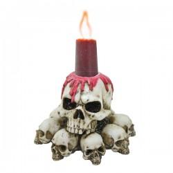 Kerzenhalter auf Totenköpfen
